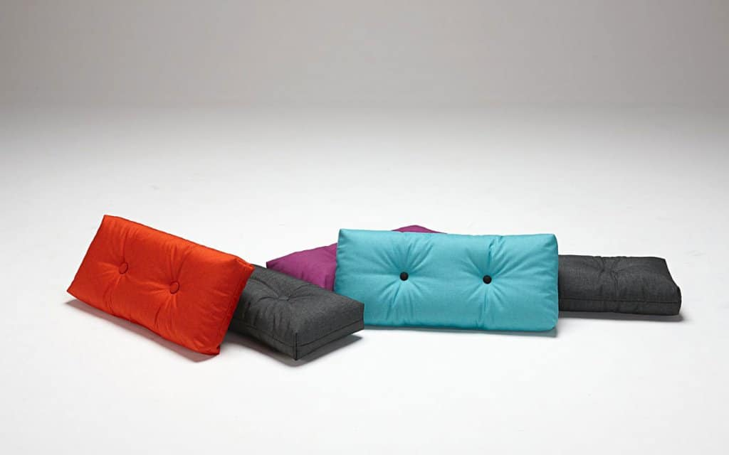 dui sofakissen von innovation in 22 farben. Black Bedroom Furniture Sets. Home Design Ideas