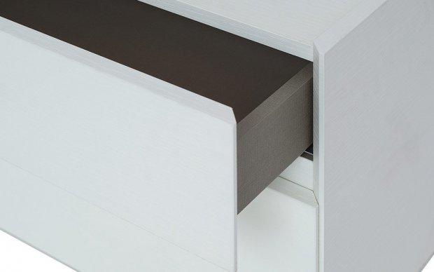 Design Nachttisch mit Holzstruktur im Detail