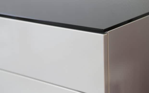 Voice Arctic Cube Sideboard schwarze Glasplatte