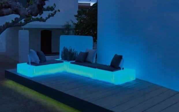 Vondom Kes Sofa Element Links blau leuchtend