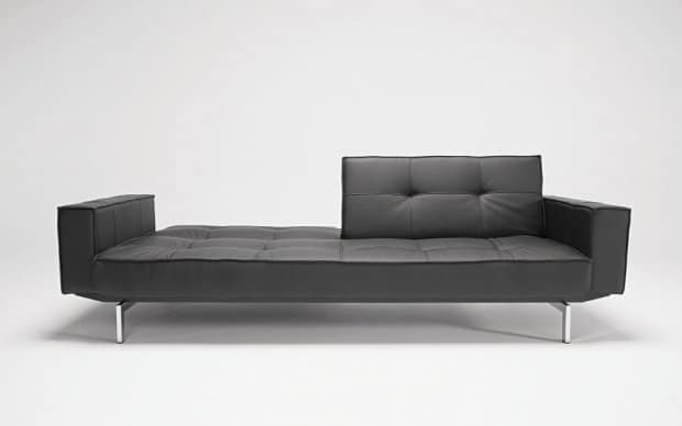 Innovation Sofa Splitback mit Armlehnen ausgeklappt